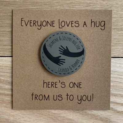 Jajo metallic hug magnet token JMHMT20 close